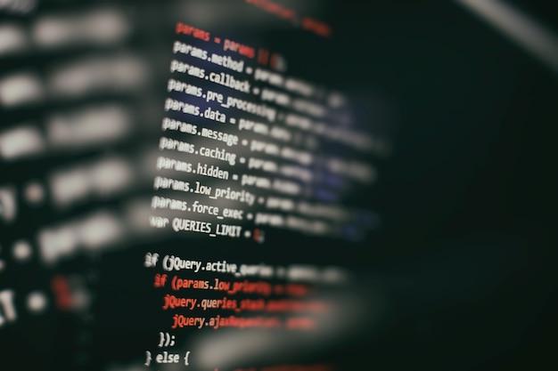 Funkcje programowania internetowego na laptopie na laptopie. biznes it. ekran komputera z kodem pythona. koncepcja projektowania aplikacji mobilnych.