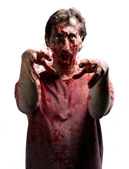 Furious zombie z podniesionymi rękami