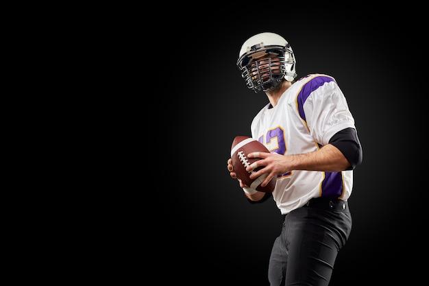 Futbol amerykański sportowca gracz na czarno. sport