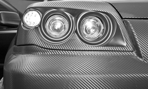 Futurystyczny reflektor samochodowy z włókna węglowego. zbliżenie