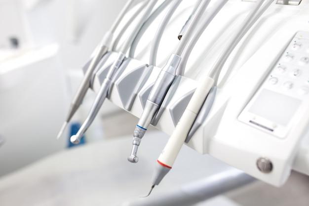 Gabinet dentysty. sprzęt dentysty z bliska