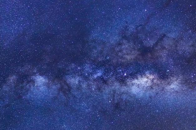 Galaktyka droga mleczna z gwiazd i kosmicznego pyłu we wszechświecie