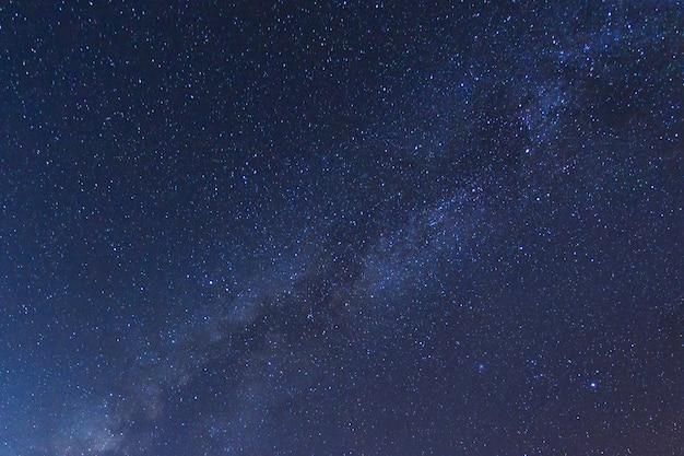 Galaktyka drogi mlecznej z gwiazdami i pyłem kosmicznym we wszechświecie