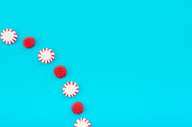 Galaretowe owoce i słodycze na stole