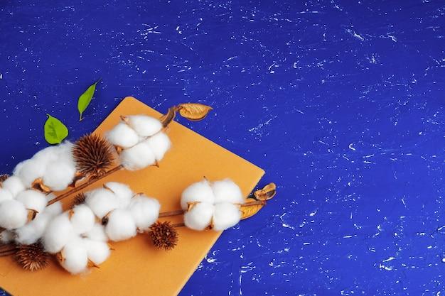 Gałąź kwiatu sztucznej bawełny