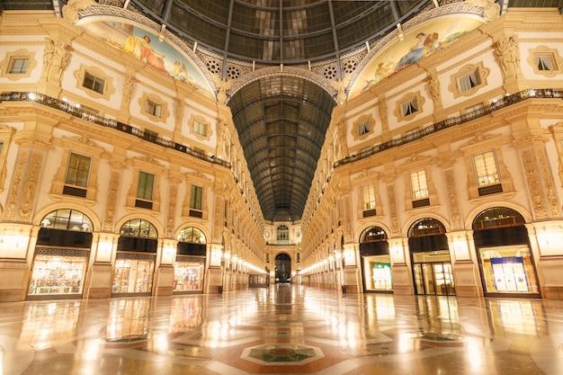 Galleria vittorio emanuele ii w mediolanie we włoszech