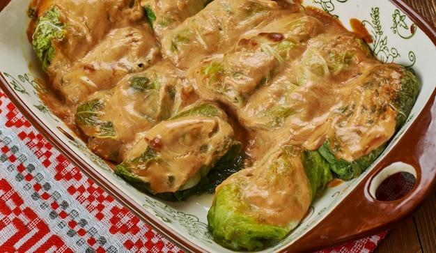 Galumpkis, gołąbki gołąbki, kuchnia polska , tradycyjne polskie dania różne, widok z góry.