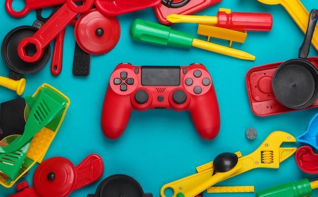 Gamepad i wiele zabawek dla dzieci na niebiesko