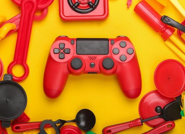 Gamepad i wiele zabawek dla dzieci na żółto