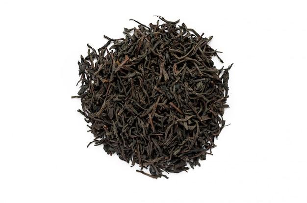 Garść suchej czarnej herbaty