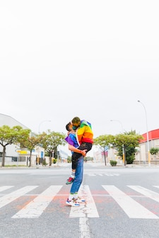 Geje przytulanie i całowanie na ulicy