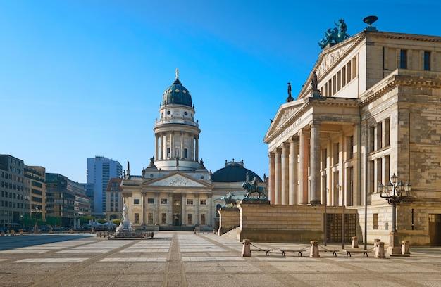 Gendarmenmarkt w berlinie, niemcy, panoramiczny obraz