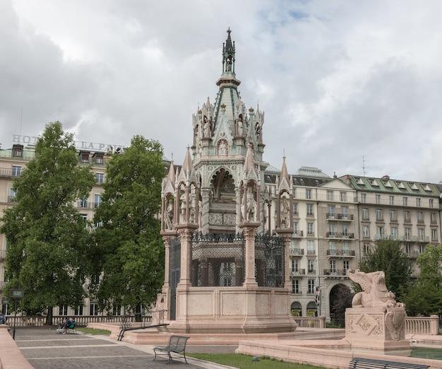 Genewa, szwajcaria - 1 lipca 2017: pomnik brunszwiku i mauzoleum w genewie, szwajcaria
