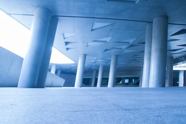 Geometria budynku z kolumnami