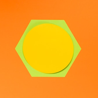 Geometryczne kształty na pomarańczowym tle