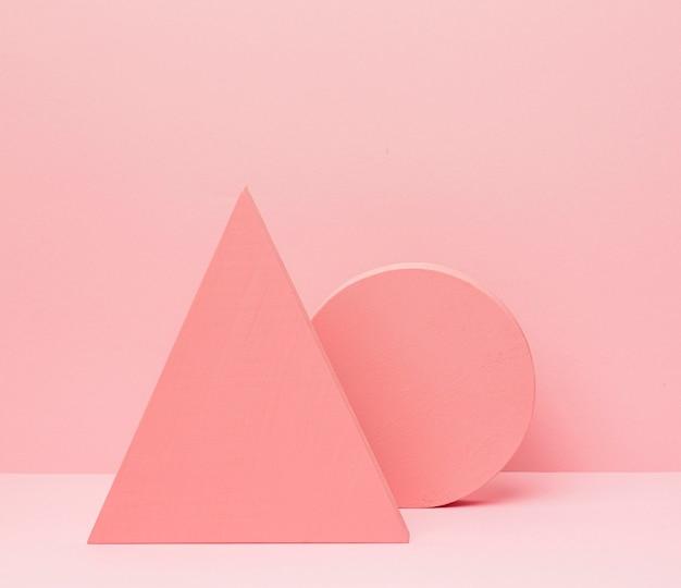 Geometryczne kształty na stole