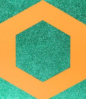 Geometryczne kształty na zielonym tle