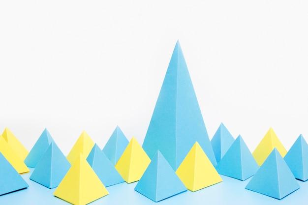 Geometryczne kształty papieru