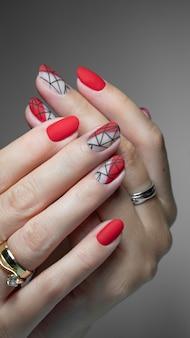 Geometryczne zdobienia paznokci