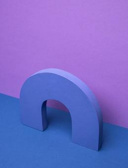 Geometryczny kształt na stole
