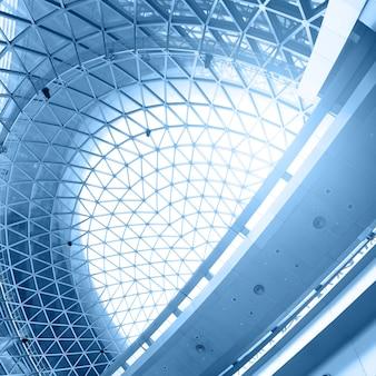 Geometryczny sufit - abstrakcyjne tło architektoniczne