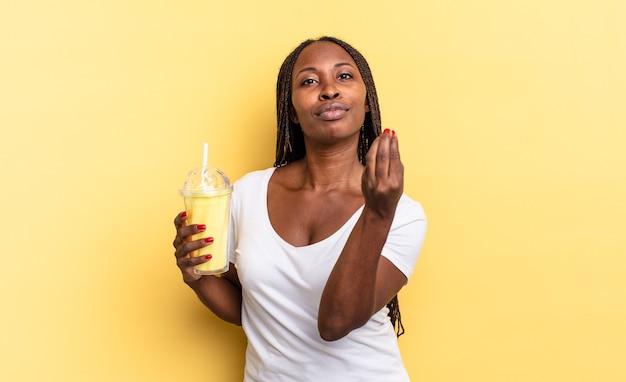 Gest kaprysu lub pieniędzy, nakazujący spłatę długów!. koncepcja koktajlu mlecznego