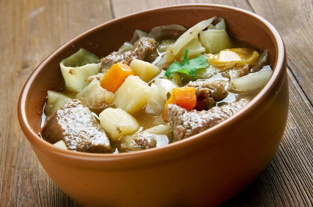 Gęsta francuska zupa garbure
