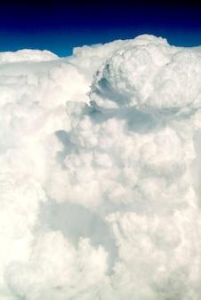 Gęste chmury, takie jak bita śmietana