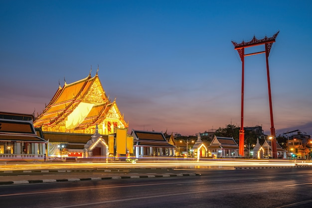Giant swing and suthat temple at twilight w bangkoku
