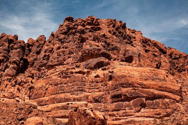 Gigantyczna rockowa formaci góra przy doliną pożarniczy stanu park w nevada, usa