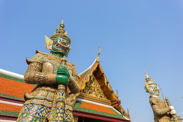 Gigantyczny buddha w uroczystym pałac, bangkok, tajlandia