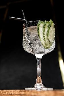 Gin z tonikiem z ogórkiem