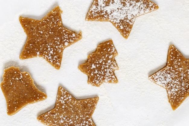 Gingerbread cookie. postać nowego roku.