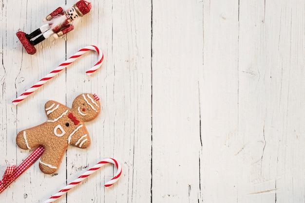Gingerbread man i dziadek do orzechów z miejsca kopiowania po prawej stronie