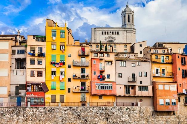 Girona - kolorowe miasteczko niedaleko barcelony w hiszpanii