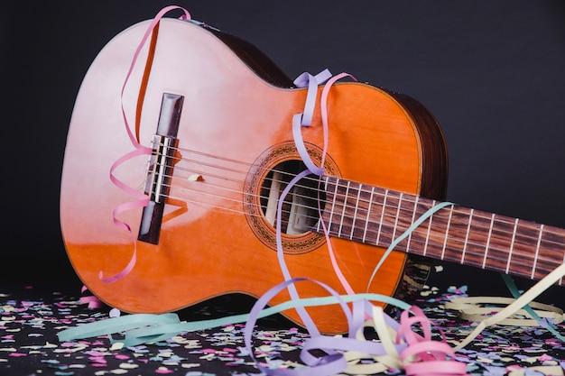 Gitara na imprezie