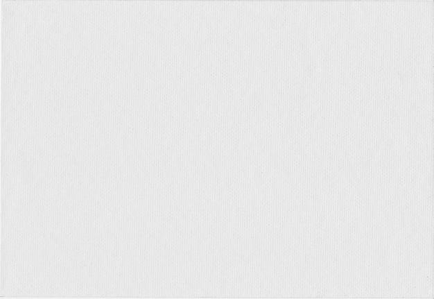 Gładka faktura białego papieru artystycznego.