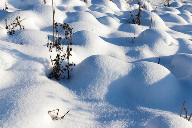 Głębokie zaspy śniegu