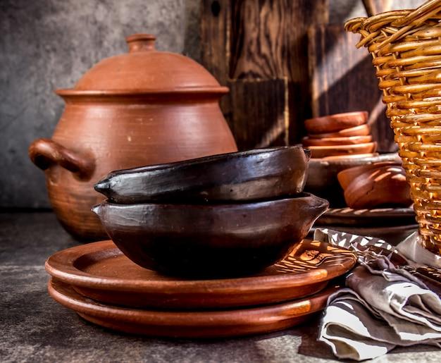 Gliniane rustykalne przybory kuchenne