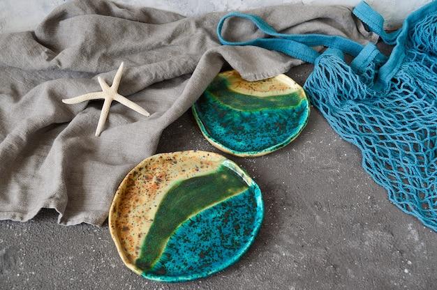 Gliniane talerze, ręcznie robione misy w stylu wabi sabi.