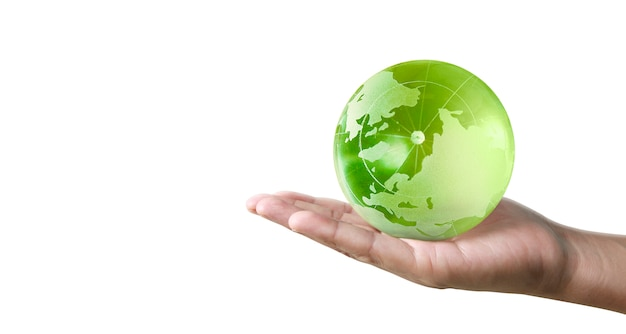 Glob, ziemia w ludzkiej dłoni. obraz ziemi dostarczony przez nasa