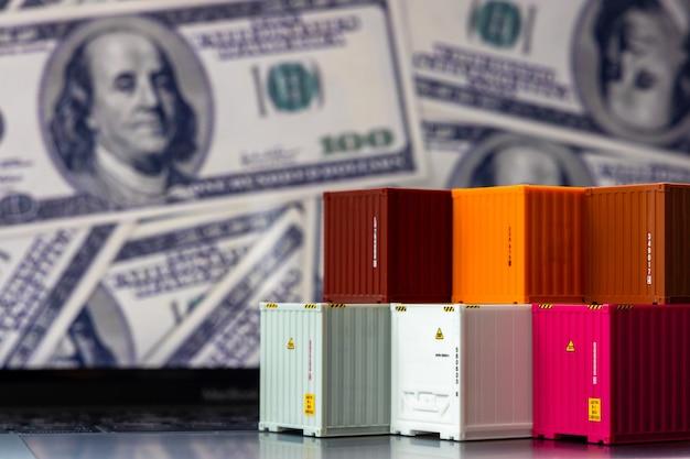 Globalny biznes kontenerowiec w logistyce biznesowej importu i eksportu, firma spedycja i technologia logistyczna biznes przemysłowy, pojemnik na laptopie komputerowym notebook dolla pieniądze tło.