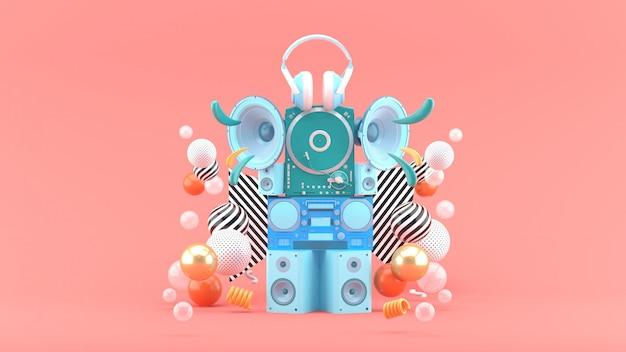 Głośniki, radia, gramofony i słuchawki wśród kolorowych kulek na różowej przestrzeni