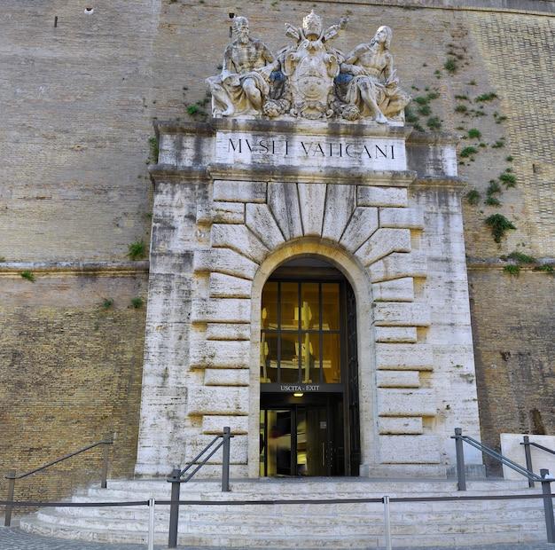 Główna brama watykanu. rzym, włochy