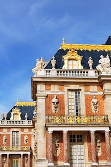Główne wejście do pałacu wersalskiego, wersal, francja.