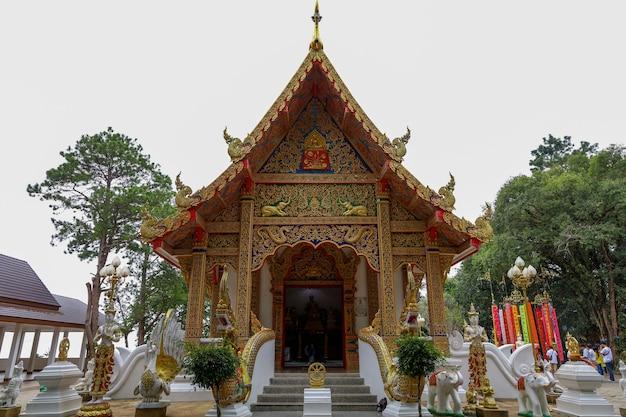 Główny kościół w wat phra that doi-tung jest znany w chiang rai w tajlandii