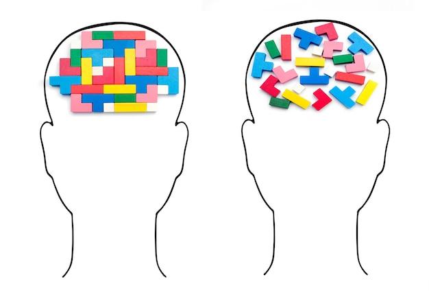 Głowy z ludzkimi mózgami. inteligencja racjonalna i nieracjonalna dla kostek.