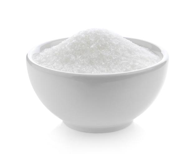 Glutaminian sodu w misce na białym tle