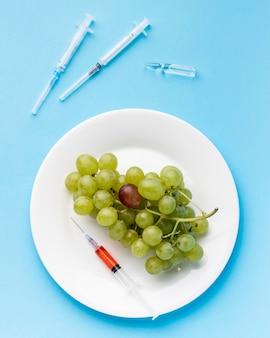 Gmo science food winogrona i strzykawki