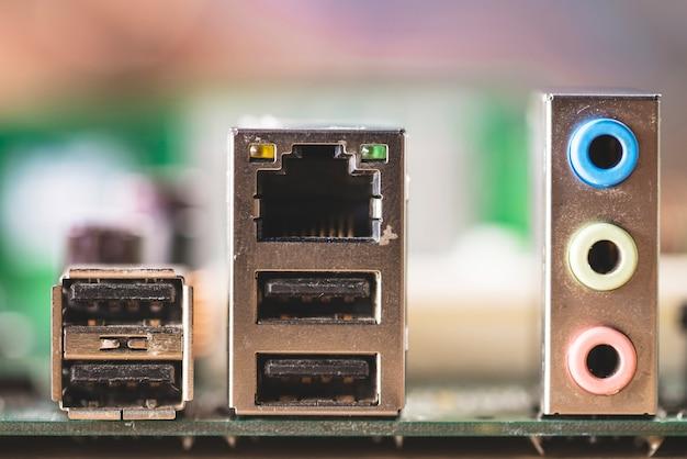 Gniazdo komputerowe; porty adaptera i audio komputera